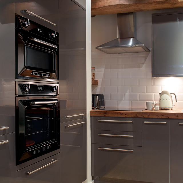 Smeg Victoria SF4920VCP1 Built In Electric Single Oven - Cream - SF4920VCP1_CR - 4