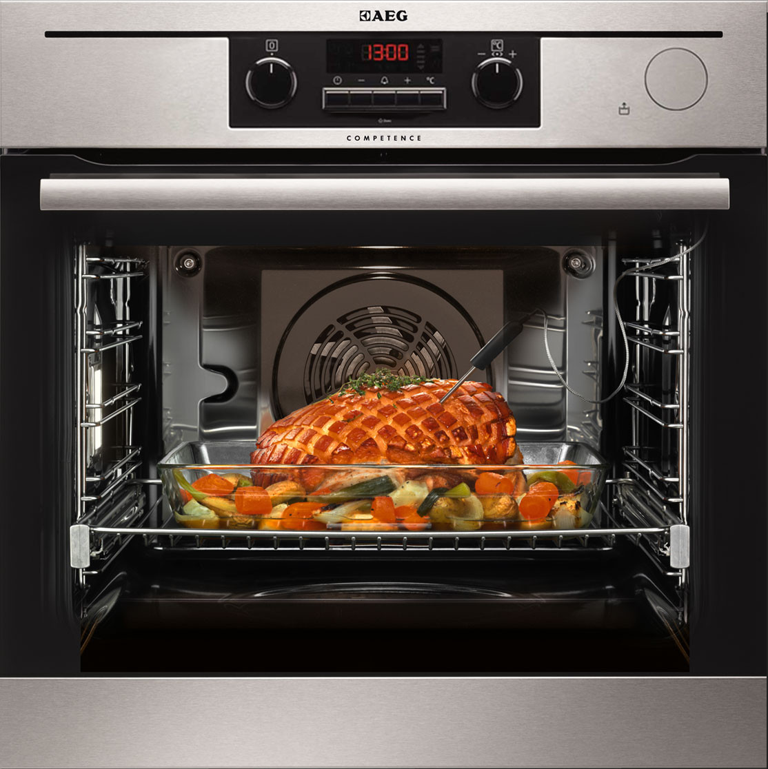 Oven with steam function